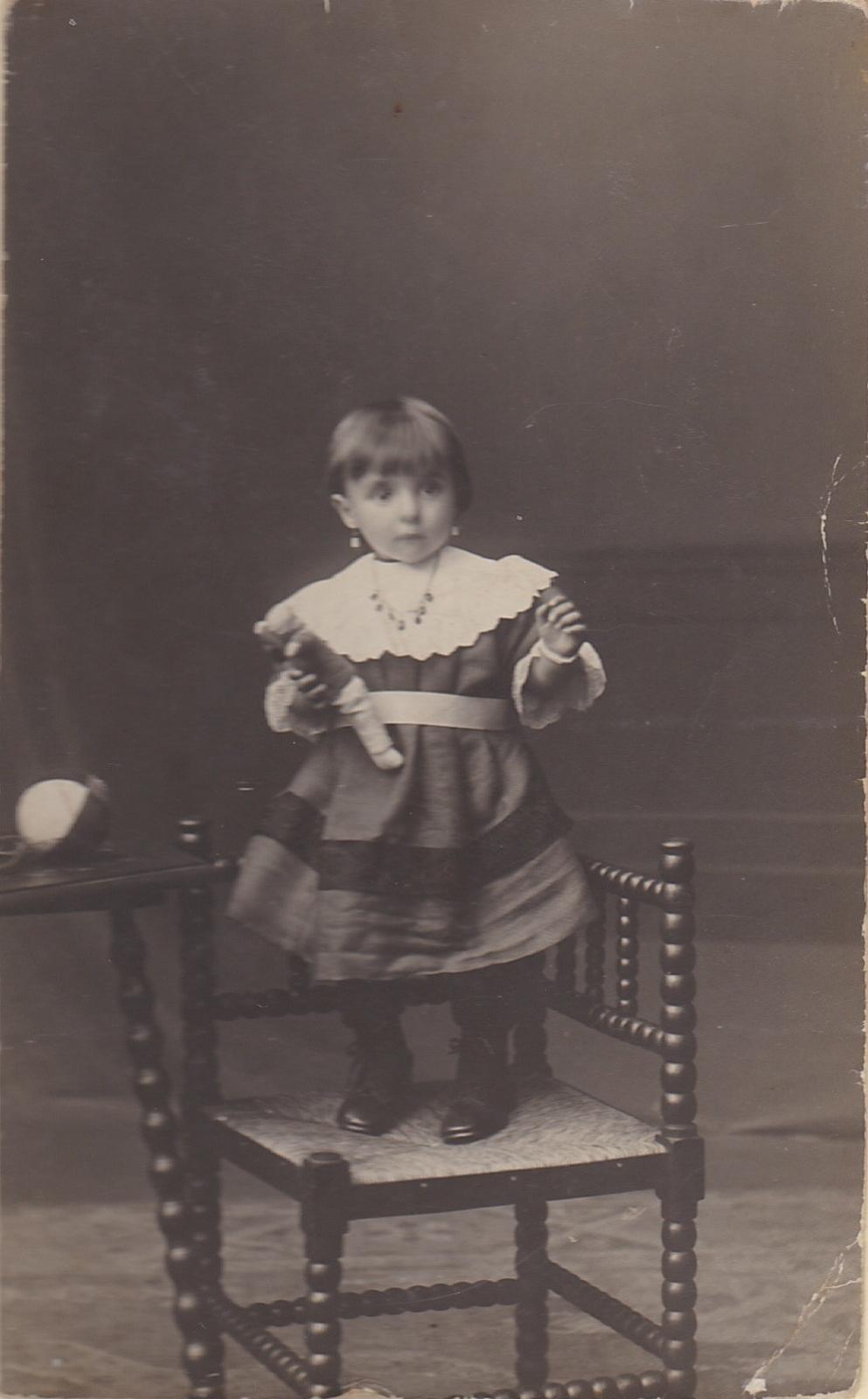 Julia de Dooij 1916-hergebruik niet toegestaan